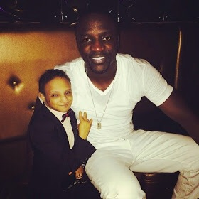 Check Out Photo Of Akon Chilling With the Smallest Man In The World