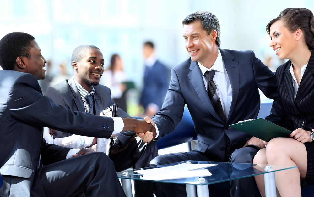 How To Make A Good First Impression (7 Helpful Guides)